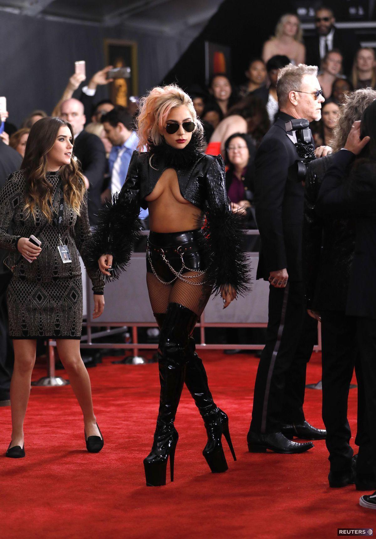 Speváčka Lady Gaga pútala pozornosť svojím odhaľujúcim outfitom.