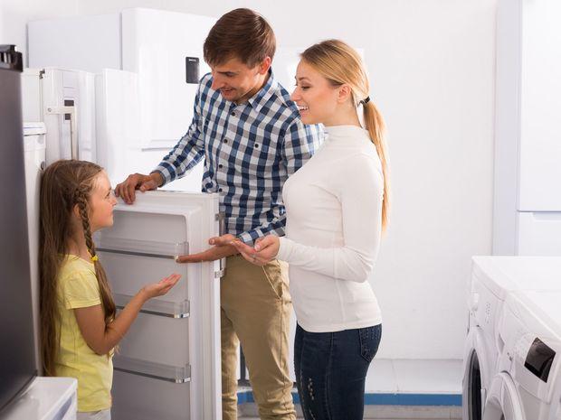 rodina, kuchyňa, chladnička