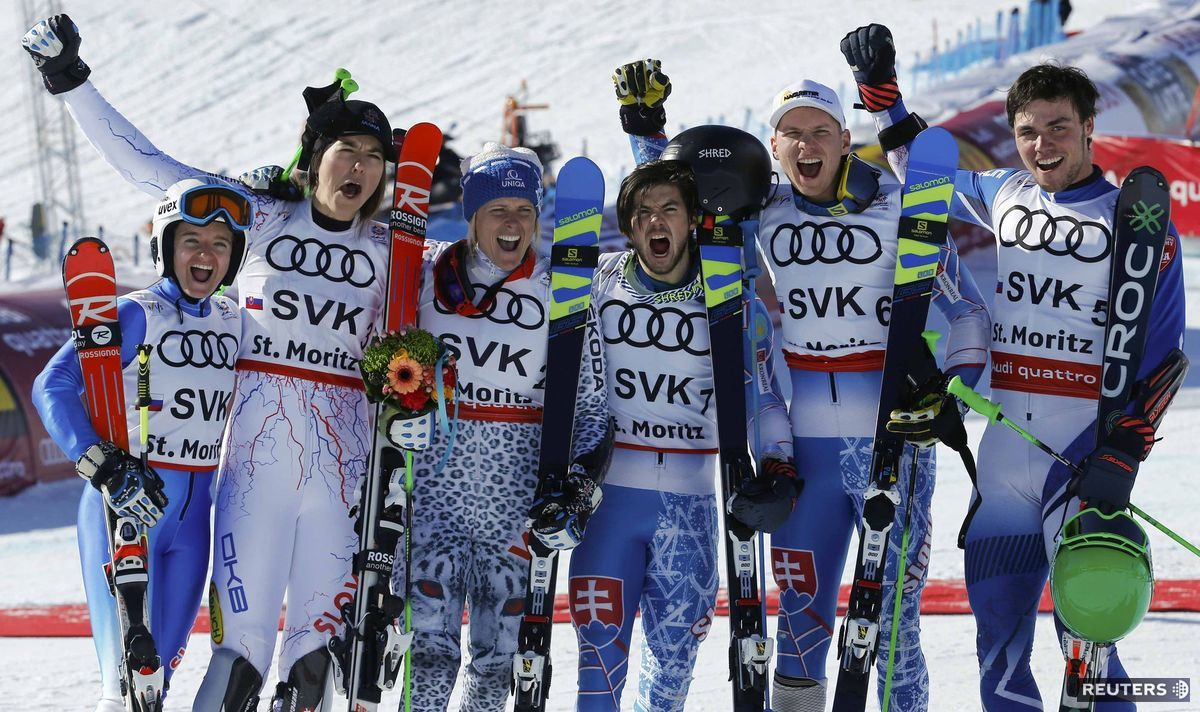 Slovenská radosť v St. Moritzi. Zľava Tereza Jančová, Petra Vlhová, Veronika Velez-Zuzulová, Andreas Žampa, Adam Žampa a Matej Falat.