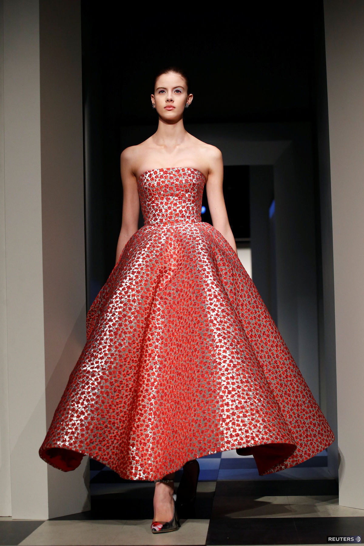 Česká modelka Barbora Podzimková na prehliadke Oscar de la Renta v New Yorku.