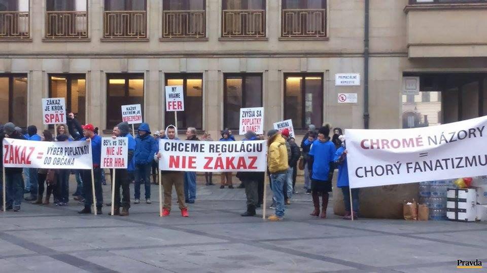Protest proti zákazu hazardu na celom území Bratislavy.