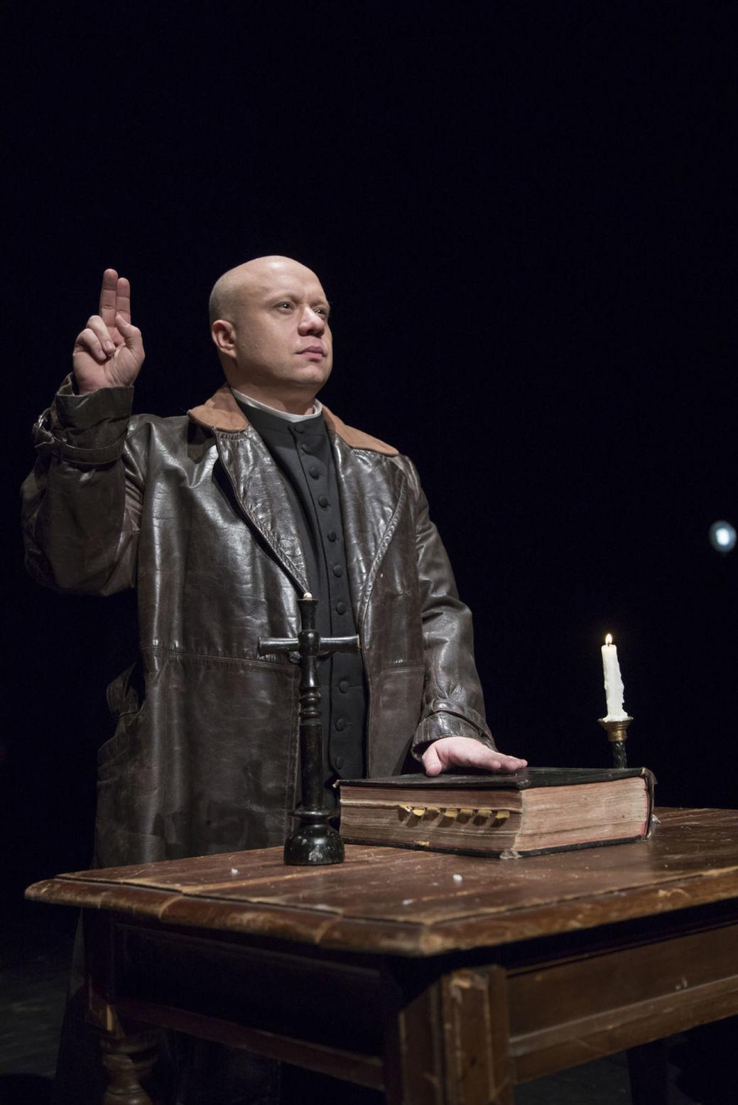 Marián Labuda ml. v monodráme Tiso, ktorá má v piatok obnovenú premiéru v Divadle Aréna.
