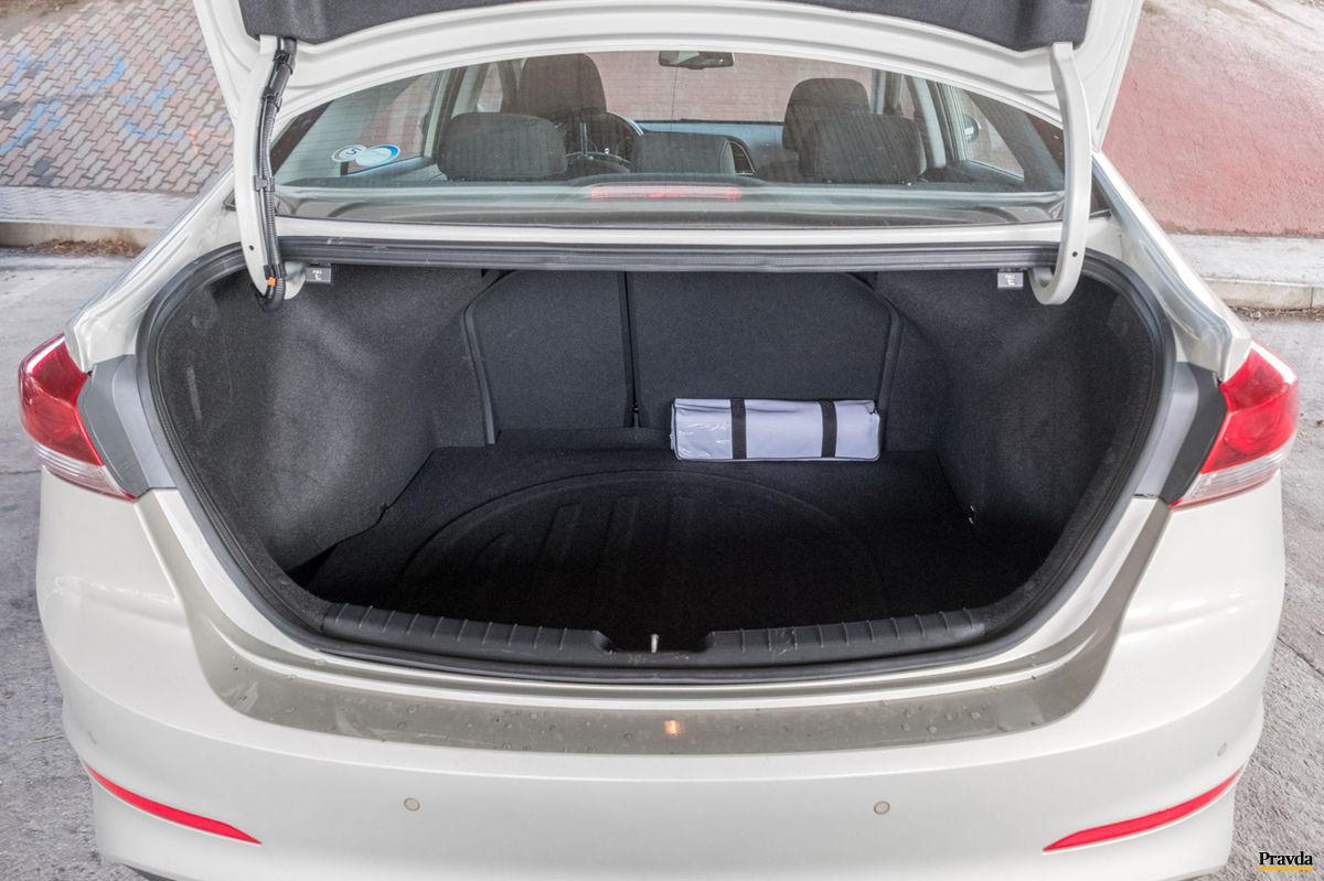 Batožinový priestor odvezie 458 litrov.