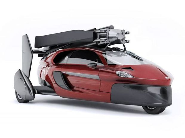 Po zložení vrtule a zadnej chvostovej časti sa z Liberty stáva auto. A prekvapujúco obratné. V zákrutách sa dokonca táto trojkolka nakláňa, podobne ako motocykel.