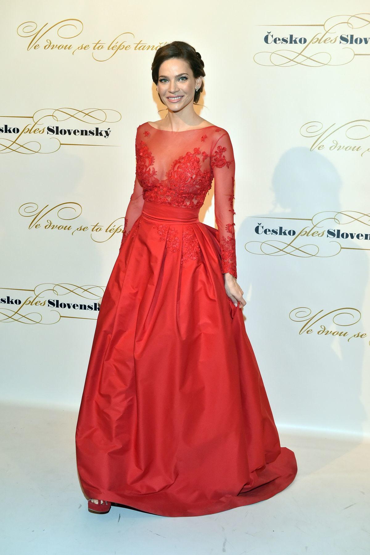 Slovenka Andrea Verešová sa predviedla v šatách podľa vlastného návrhu.