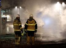Rinkeby, hasiči, požiar, autá, zhorené autá, Štokholm, nepokoje