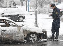 Švédsko, vypálené auto, zhorené auto, polícia, vyšetrovanie