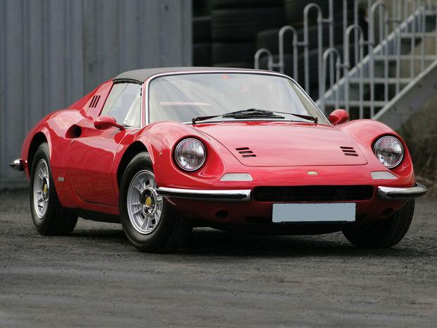 Náš príbeh sa týka najvzácnejšej  verzie Dina 246 GTS s výkonom 145 kW, ktorá bola poslednou a najsilnejšou sériou vyrábanou v rokoch 1972 až 1974.