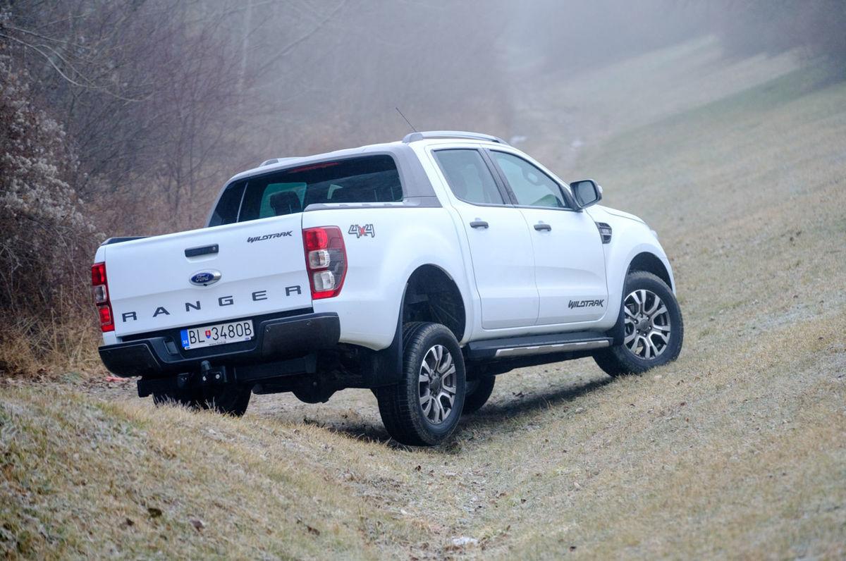 Ford Ranger si s terénom hravo poradí.