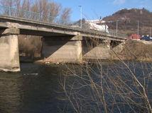 mosty, most, poškodený most,