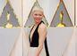 Herečka Michelle Williams v kreácii Louis Vuitton na mieru.