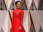 Herečka Ruth Negga dorazila na červený koberec v kreácii Valentino Couture.