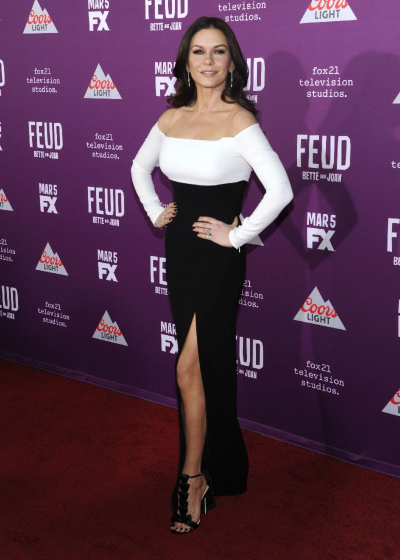 Catherine Zeta-Jones na premiére seriálu Feud v Los Angeles.
