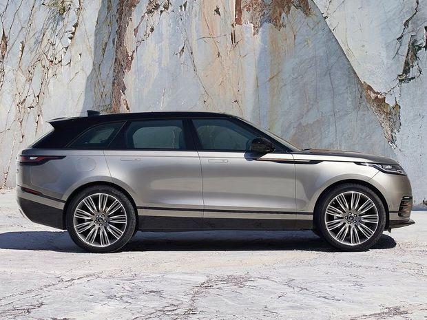 Velar bude dlhý 4 803 mm, široký až 2 032 mm (!) a vysoký 1 665 mm. Od väčšieho Range Roveru Sport je kratší o 45 mm. Podobne je to s rázvorom náprav, ktorý má identický s Jaguarom F-Pace.