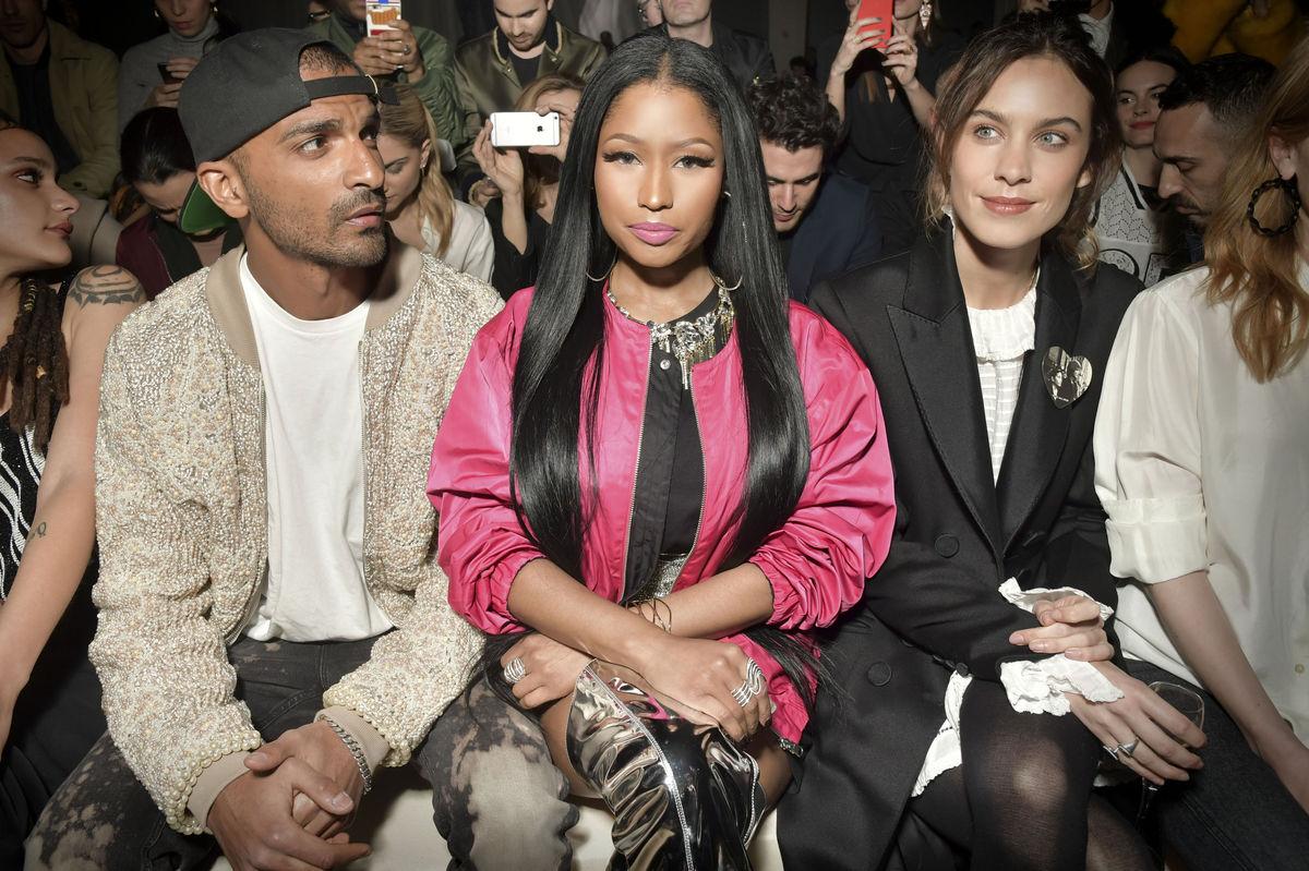 Raperka Nicki Minaj (v strede) s moderátorkou Alexou Chung.