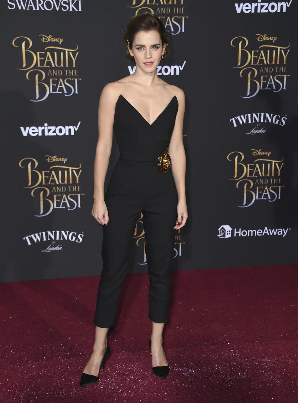 Herečka Emma Watson v kreácii Oscar de la Renta na premiére filmu Kráska a zviera.