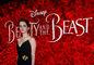 Herečka Emma Watson pózuje fotografom na premiére filmu Kráska a zviera.