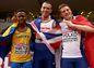 Strieborný medailista z behu na 60 m Ján Volko (vpravo) vedľa britského víťaza Richarda Kiltyho, vľavo tretí reprezentant Švédska Austin Hamilton.