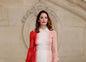 Britská herečka Ruth Wilson pózuje fotografom pred prehliadkou Christian Dior.