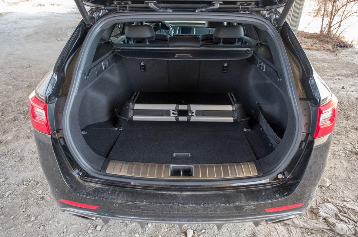 Batožinový priestor pojme minimálne 552 litrov.