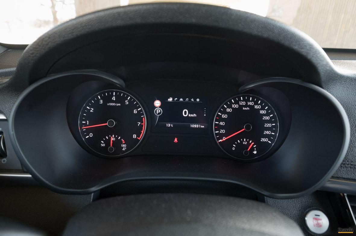 Pred vodičom sa zobrazujú aj informácie o dopravných značkách.