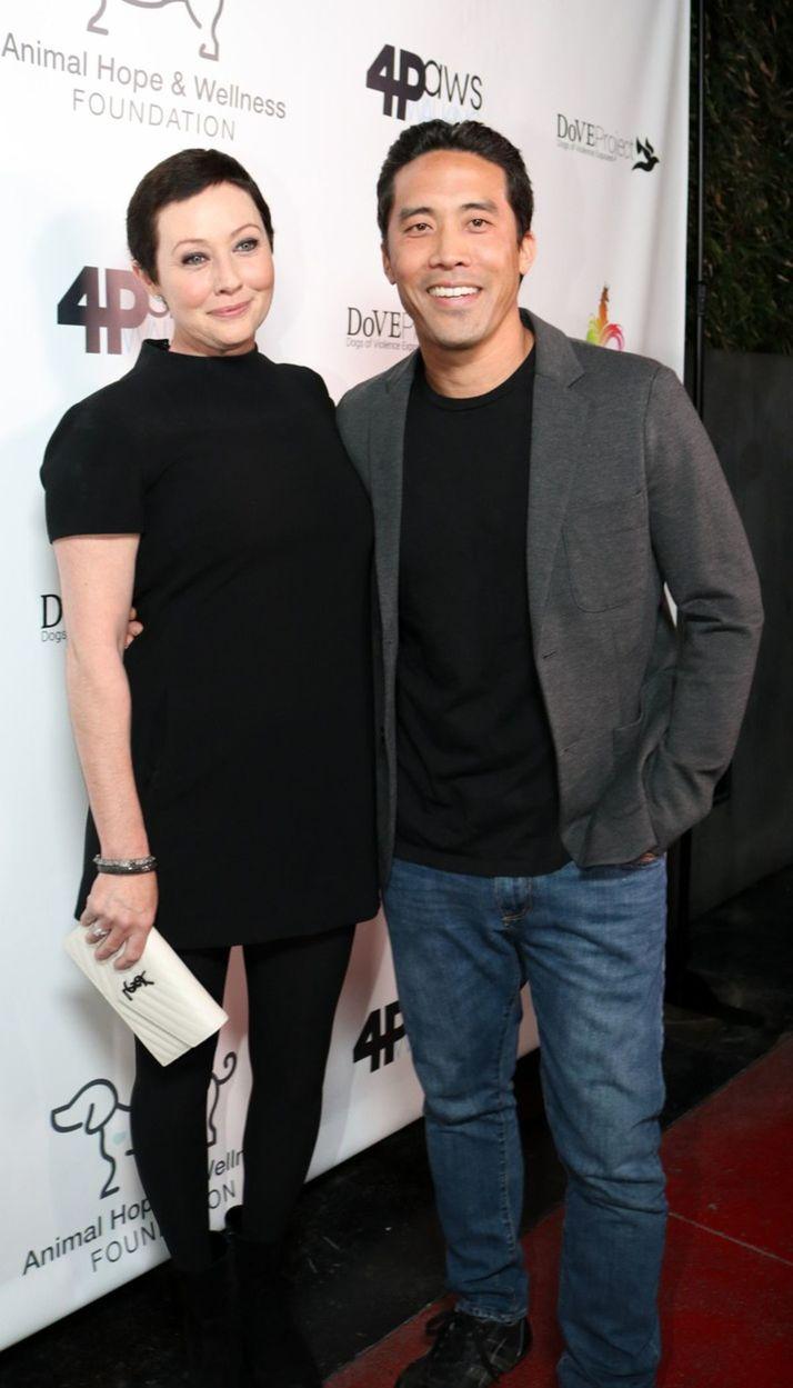 "Shannen Doherty a Mark Ching počas galavečera "" Animal Hope and Wellness Foundation"" v Los Angeles."
