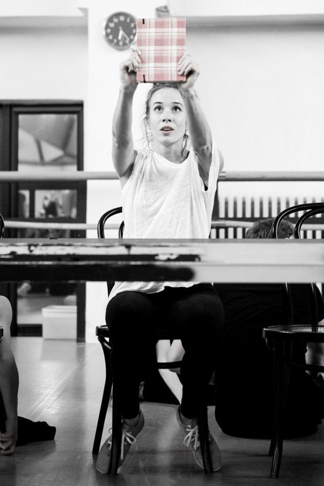Vhlavnej úlohe Anny Frankovej sa ako hosť predstaví známa slovenská herečka Táňa Pauhofová.