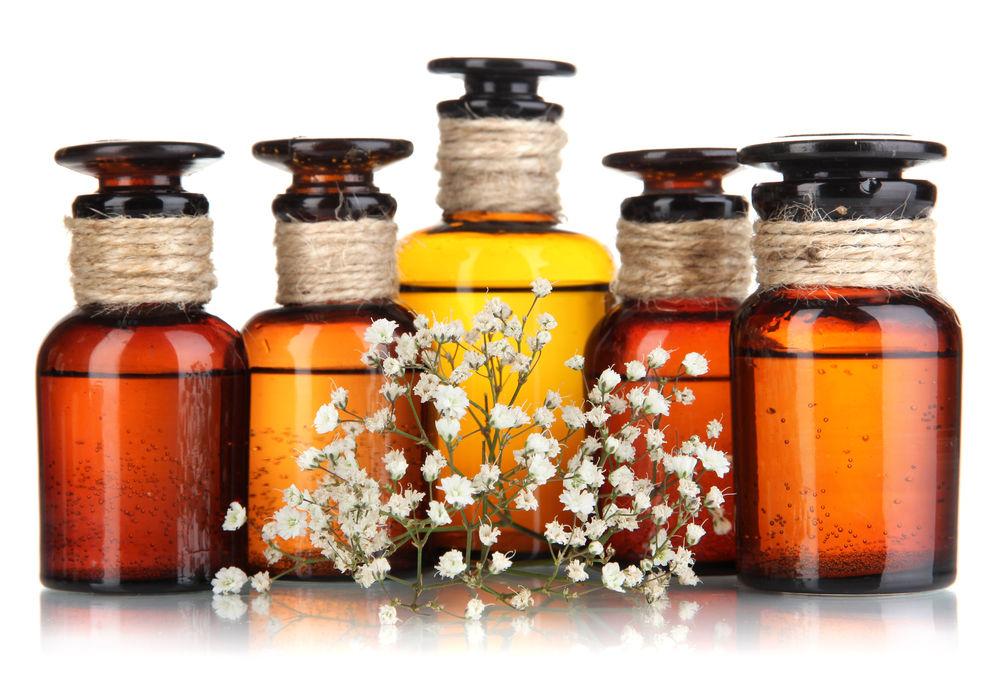 Éterické oleje a čisté silice nám pomáhajú na terapeutickej báze.