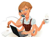 pracujúca žena, počítač, káva