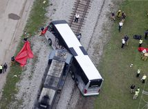 vlak, autobus, zrážka, nehoda