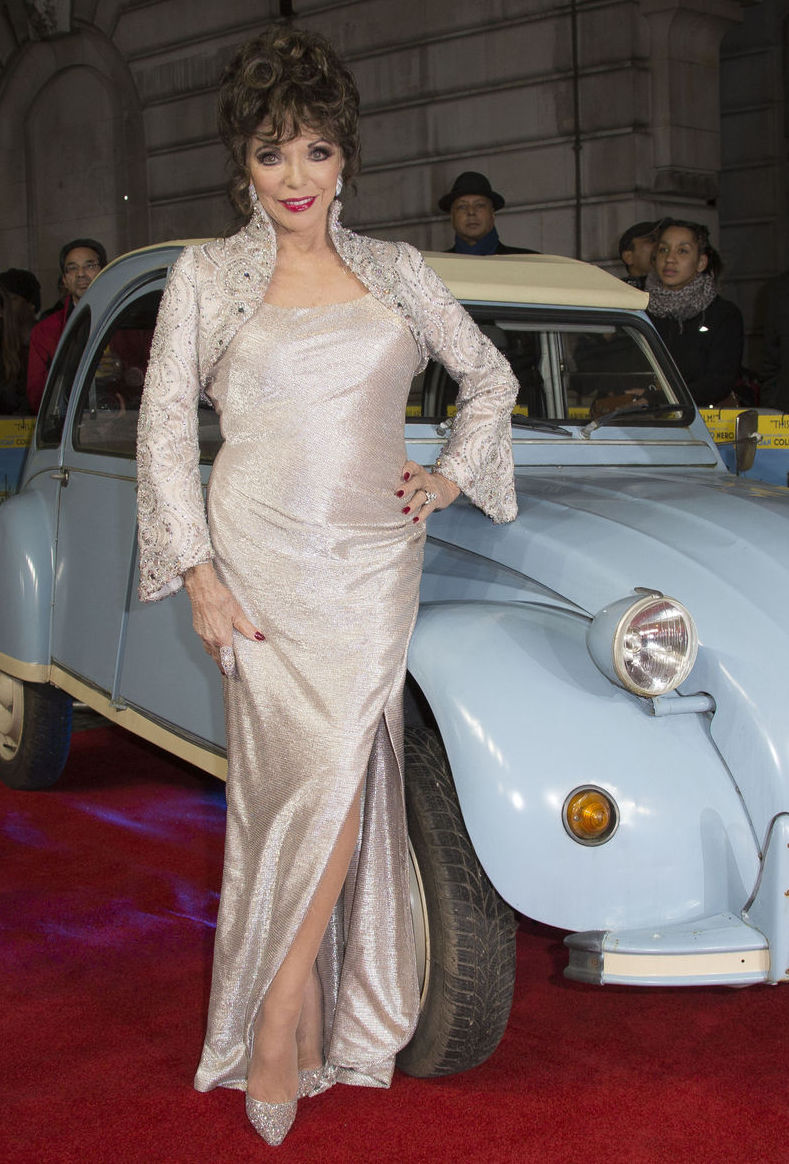 Herečka Joan Collins na premiére filmu The Time of Their Lives v Londýne.