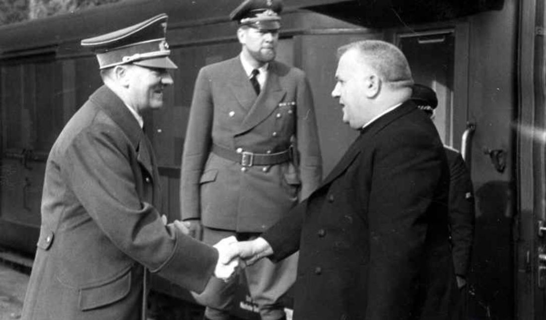 Na rozdiel od iných Tiso po boku Hitlera verne vydržal až do konca. Na fotografii  z 1. 10. 1941 Hitler s Tisom v Berlíne.