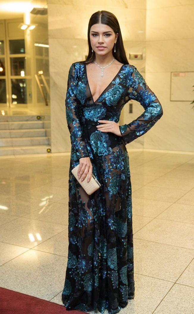 Riaditeľka súťaže Miss Slovensko Karolína Chomisteková v róbe od Fera Mikloška. V dekolte má náhrdelník s takmer 600 diamantmi.