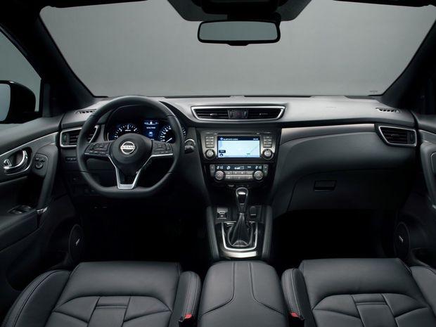 Interiér používa kvalitnejšie materiály a logickejšie ovládanie multimédií. Pribudol tiež nový 3-ramenný volant a kožené čalúnenie Nappa.