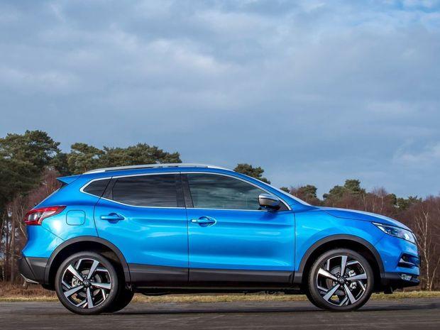Facelift uzatvárajú nové 16- až 18-palcové disky kolies a dva nové laky - modrý Vivid a bronzový Chestnut.