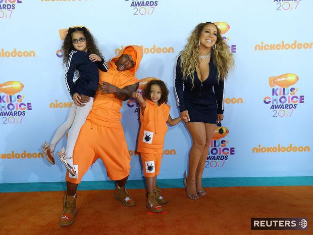 Speváčka Mariah Carey a jej exmanžel Nick Cannon s deťmi prichádzajú na vyhlásenie cien Kids Choice Awards.