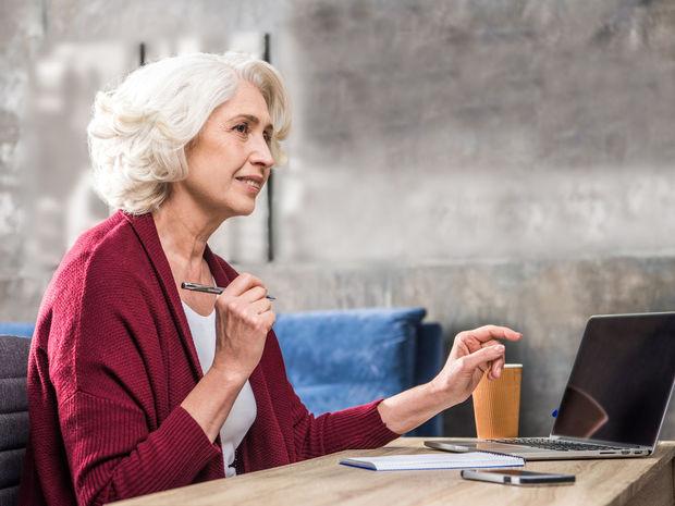 dôchodca, dôchodok, pracujúci, žena