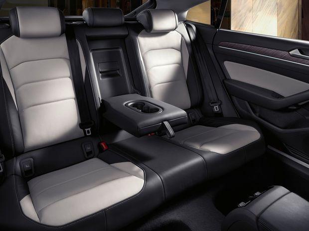 Vzadu ponúkne Arteon približne toľko miesta ako Škoda Superb.