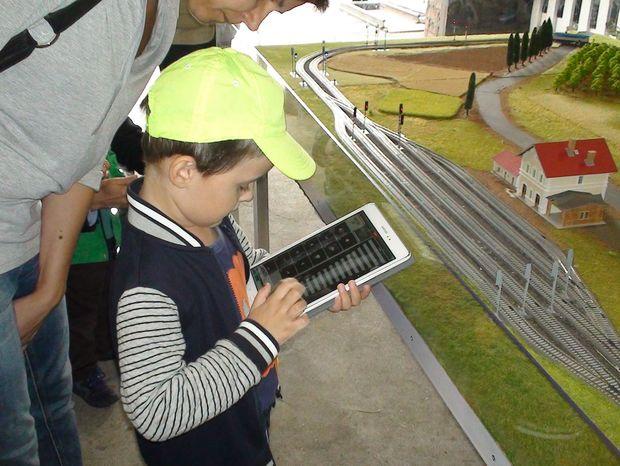 Školáci si budú môcť vyskúšať riadenie rušňa či vypravenie vlaku na modelovej železnici.