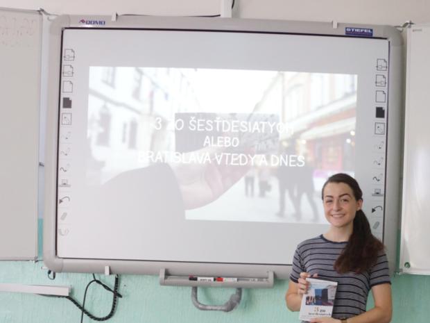 Daniela Sláviková počas prezentácie dokumentu 3 zo šesťdesiatych alebo Bratislava vtedy a dnes.