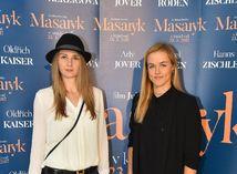 Magdaléna Rybáriková (vľavo) a Karolína Schmiedlová
