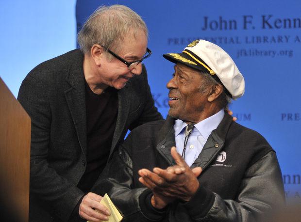 S Paulom Simonom počas preberania ceny PEN New England, ktorú získal spolu s Leonardom Cohenom za literárne skvostné texty piesní.