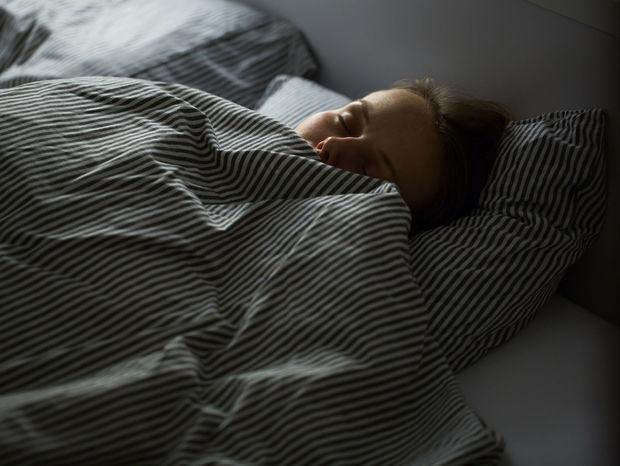 spánok postel, spanie