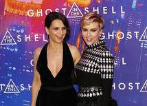 Scarlett Johansson (vpravo) a Juliette Binoche