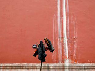 stena, budova, červená, vetrovky, bundy, kabáty, Čína,