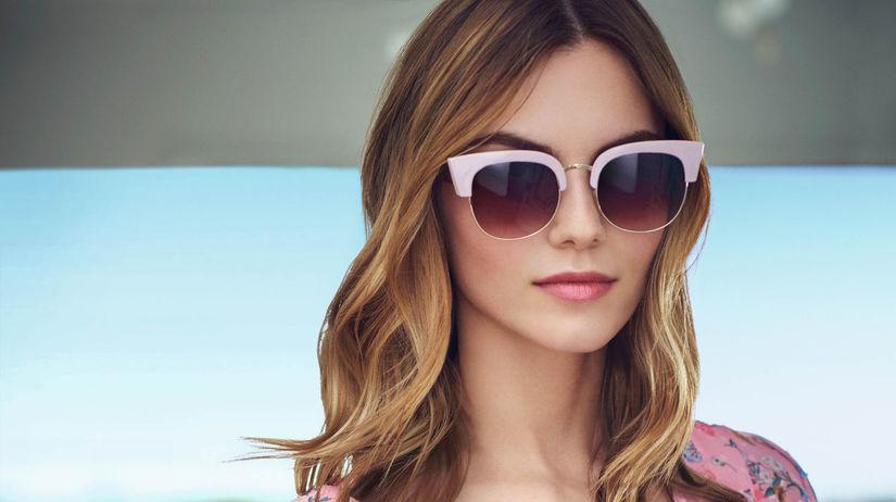 6056edcc6 Trendy okuliarov sú pestré. Nosiť sa bude retro, fialová aj tóny hnedej -  Krása a móda - Žena - Pravda.sk
