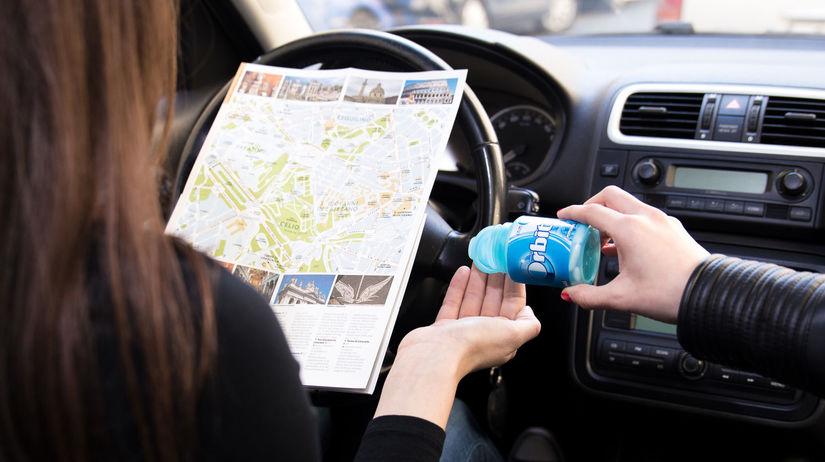 ab71a0110 Ľudia v dnešných časoch trávia veľa času na cestách a auto sa takmer stáva  ich domovom. V období letných výletov a dovoleniek to platí viac než  inokedy.