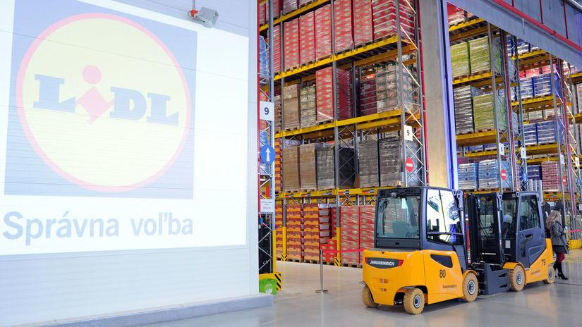 71b831e233430 Obchody sa predháňajú v distribučných centrách - Ekonomika - Správy -  Pravda.sk