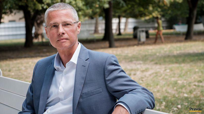 Odborník na etiketu Anton Bódis  Slušné správanie potrebuje čas - Spoločnosť  - Žurnál - Pravda.sk d0fb4dd5f46