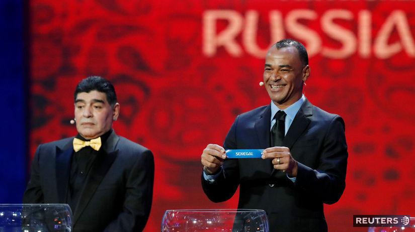 6a04ec28dac3b Brazílčan Cafu (vpravo) a Argentínčan Diego Maradona na žrebe MS 2018.  Autor: Reuters, GRIGORY DUKOR